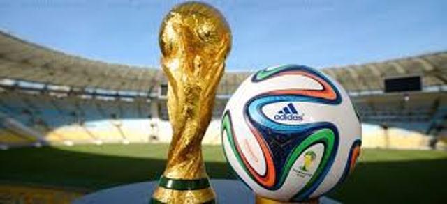 hot sale online d4bce 38f2e بھارتی مجسمہ ساز نیریت نے فٹبال کپ کا مجسمہ بنا ڈالا   TNS World